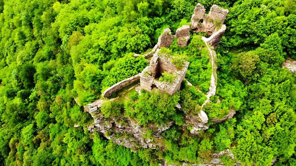 Cetatea Colț – Castelul din Carpati