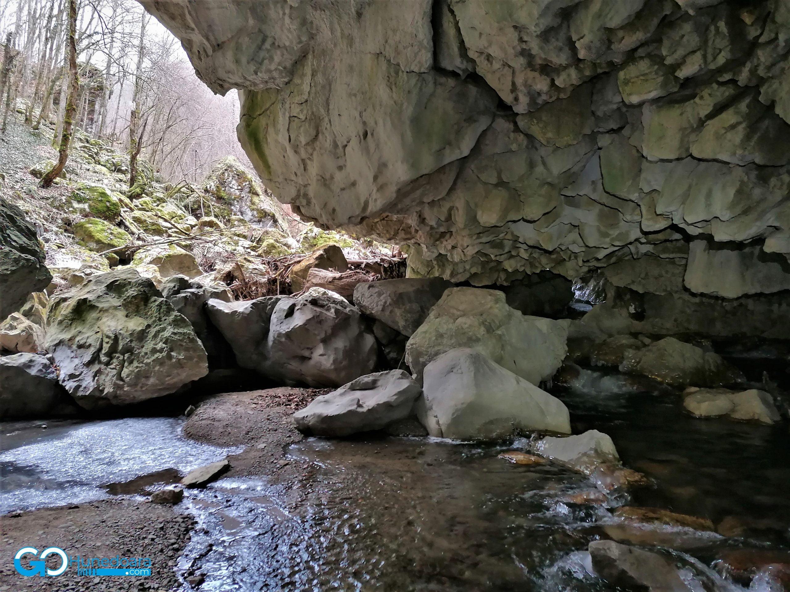 Podul natural Grohot, un monument al naturii