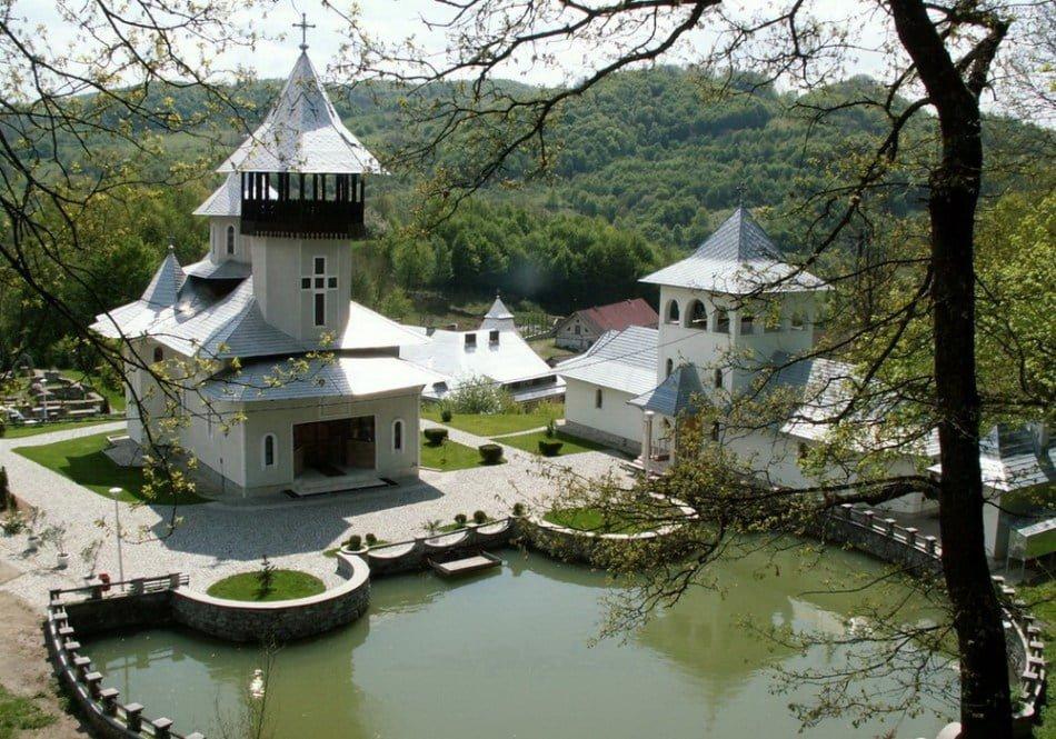 Mănăstirea Crișan – Vaca