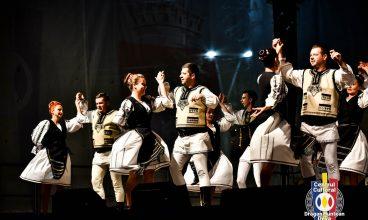 """Spectacol folcloric în centrul Devei, """"Bucuria cântecului și dansului popular"""""""
