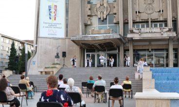 """""""Bucuria cântecului și dansului popular"""", eveniment primit cu brațele deschise de spectatorii din Deva"""