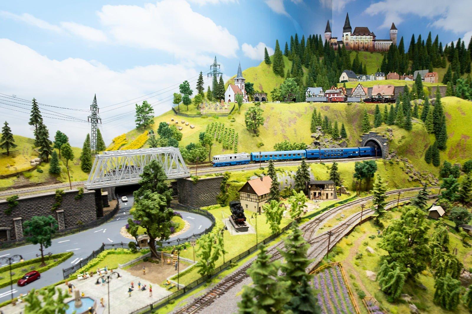 """Muzeul trenulețelor """"Valentin Banciu"""", o lume magică a miniaturilor"""