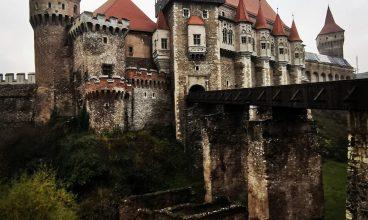 Porțile Castelului Corvinilor, închise pentru câteva zile
