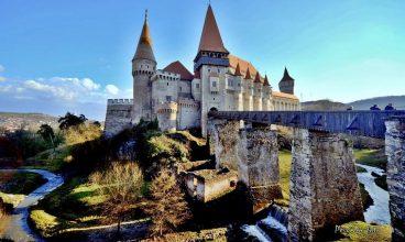 Castelul Corvinilor şi Grădina Zoologică din Hunedoara au un nou program de vizitare