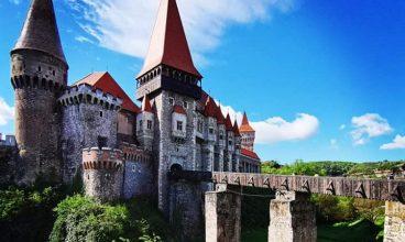 Lupte medievale, lecţii de tir și dresaj de șoimi, la Târgul European al Castelelor