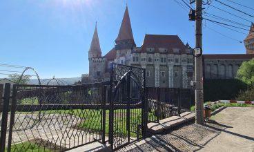 Încă o poartă de intrare către Castelul Corvinilor