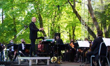 Filarmonica din Sibiu din nou pe scena din parcul de la Deva