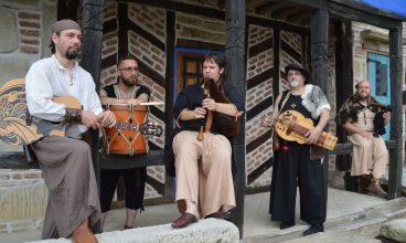 Muzică și dans medieval, în parcul de la poalele Cetății Deva