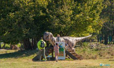 Relaxare, distracție și spectacol de culori, la Dinosaur World Transylvania